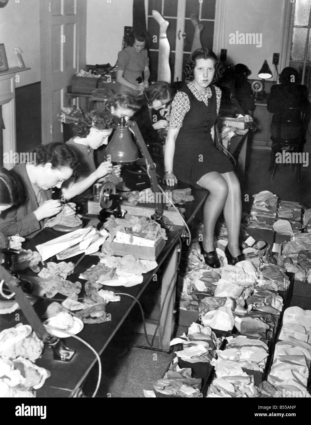 Miss 1941 Economises. Silk stocking are becoming extremely expensive and whereas girls used to discard laddered - Stock Image