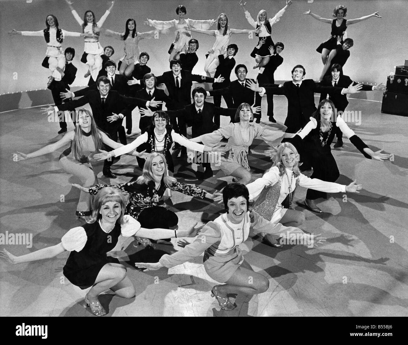 Dancing chorus and stage: 1, Lynda Herbert (aged 19), West Byfleet; 2, Jane Herbert (19), West Byfleet; 3, Wei-Wei - Stock Image