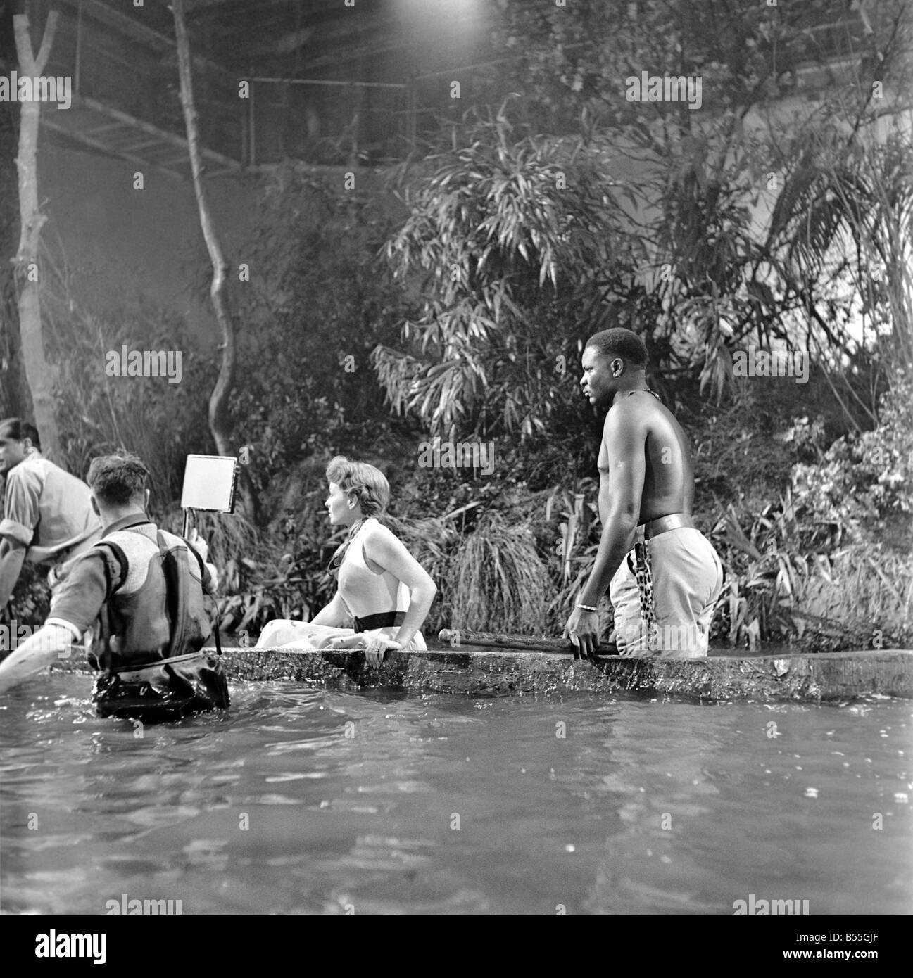 Shooting the Zambese rapids sequence at Elstree were Jeanne Crain, Dana Andrews and Michael Mataka who all appear - Stock Image