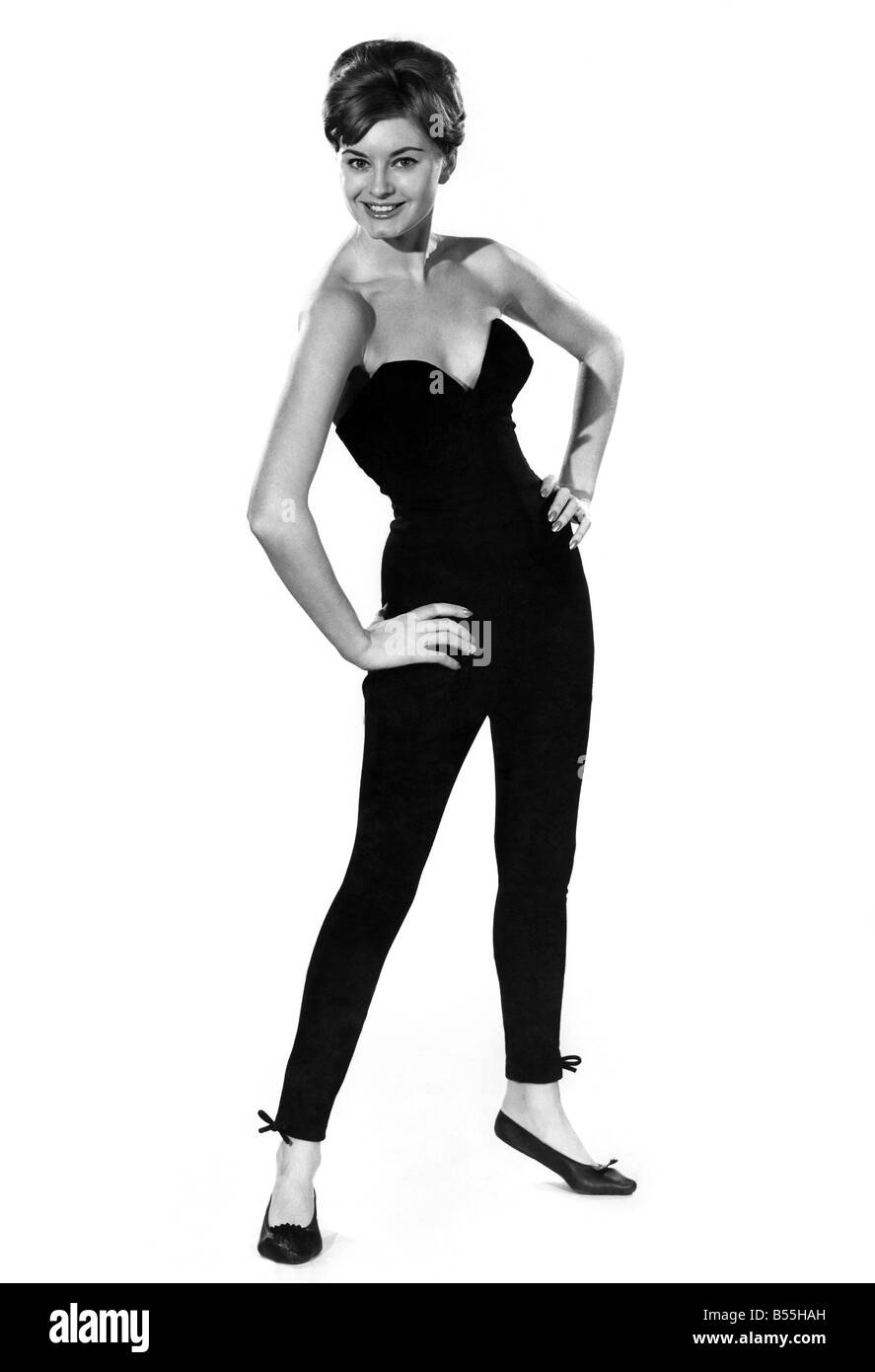 Reveille Fashions. Margaret Lorraine. December 1960 P008985 - Stock Image