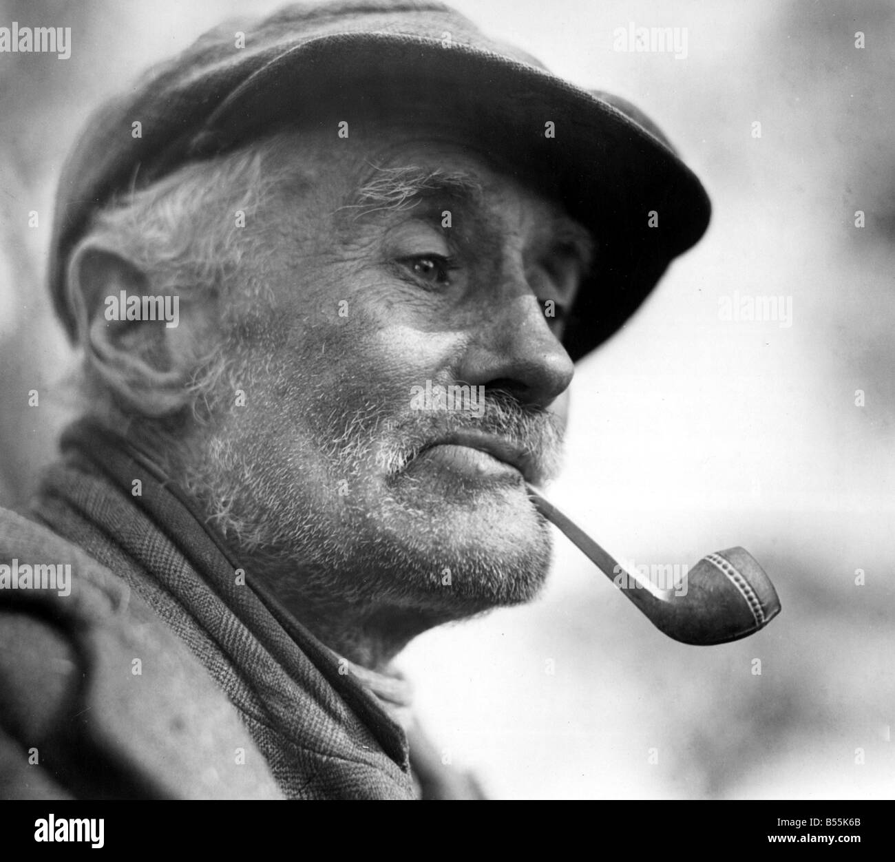Old man smoking pipe black and white stock photos images alamy