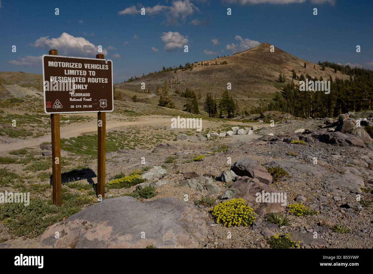 Offroad driving sign above Blue Lakes in the Sierra Nevada Carson Pass California - Stock Image