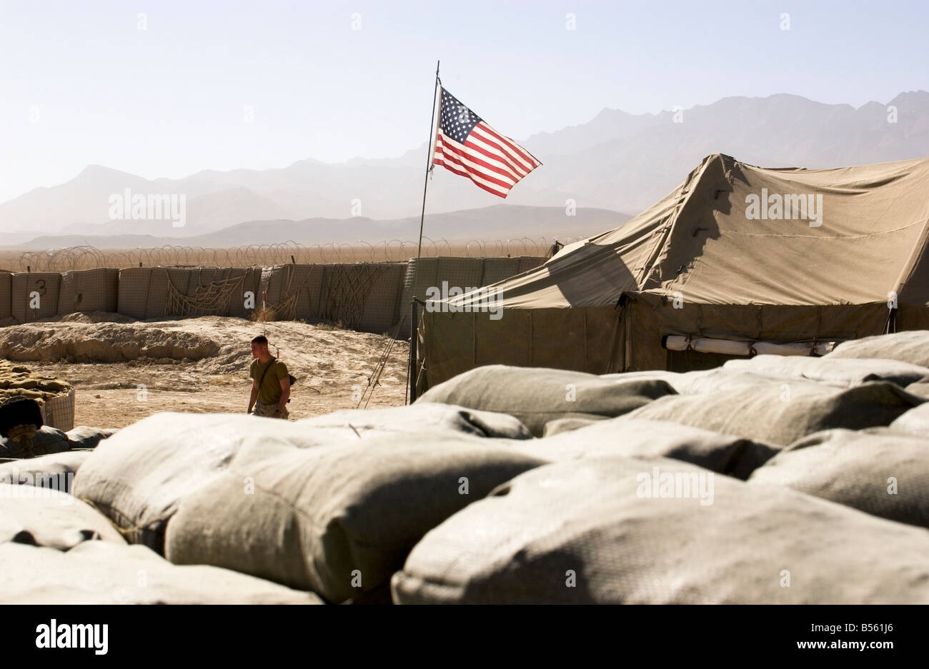 A U.S. soldier walks out of a tent in the PRT outside Gardez, Paktia province, Afghanistan, October 2004. - Stock Image