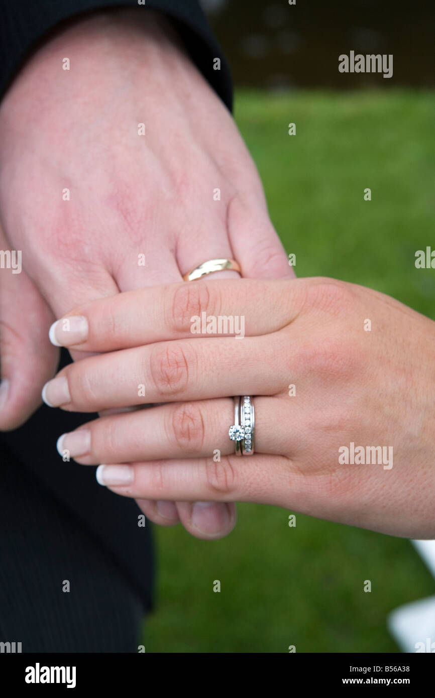 Hand Wedding Rings Stock Photos & Hand Wedding Rings Stock Images ...