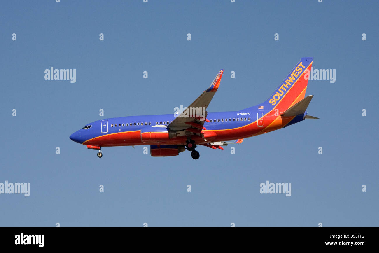 Southwest Airlines Boeing 737-700 approaching San Jose International Airport - Stock Image