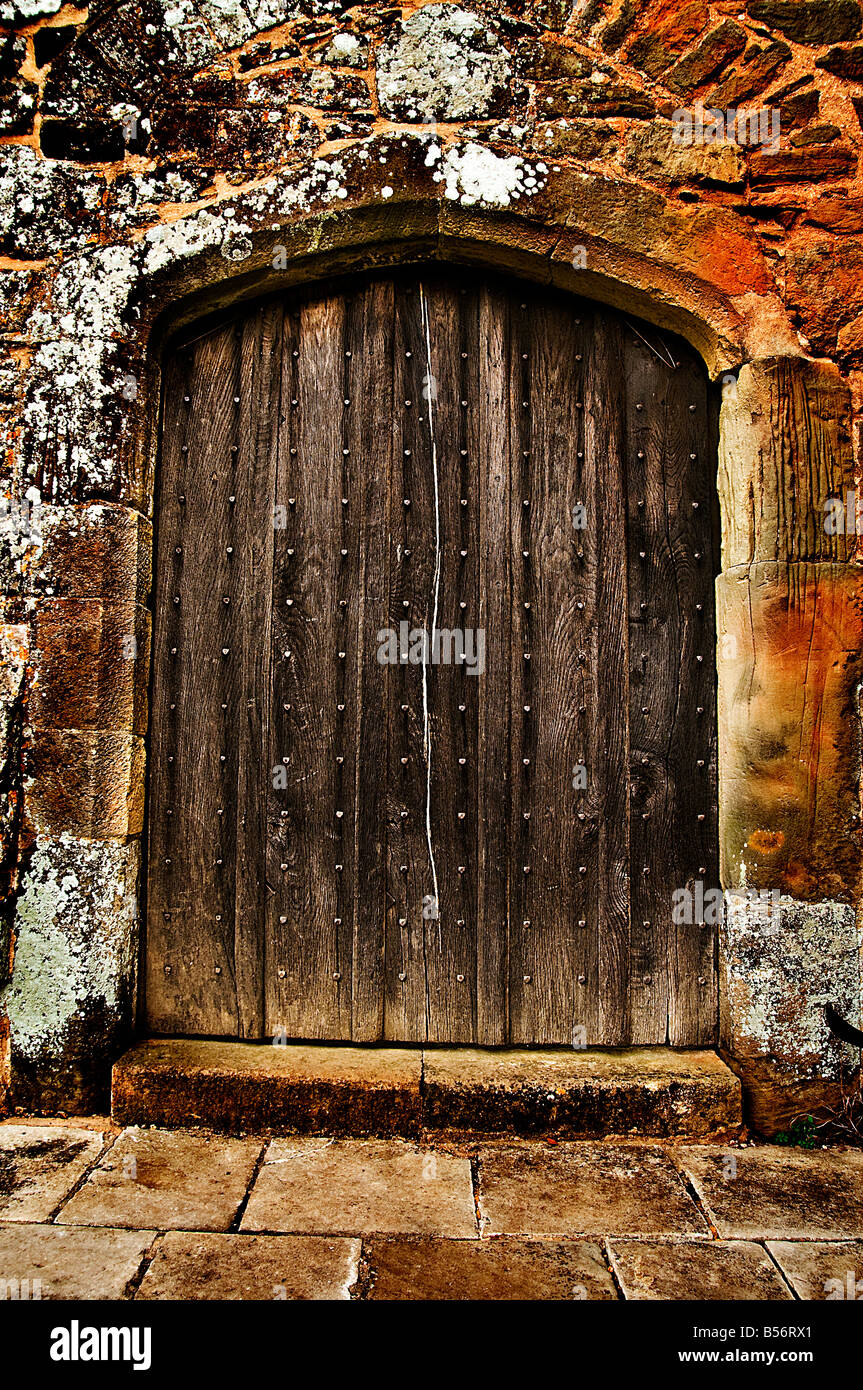 Incroyable Old Arched Wooden Heavy Door   Stock Image