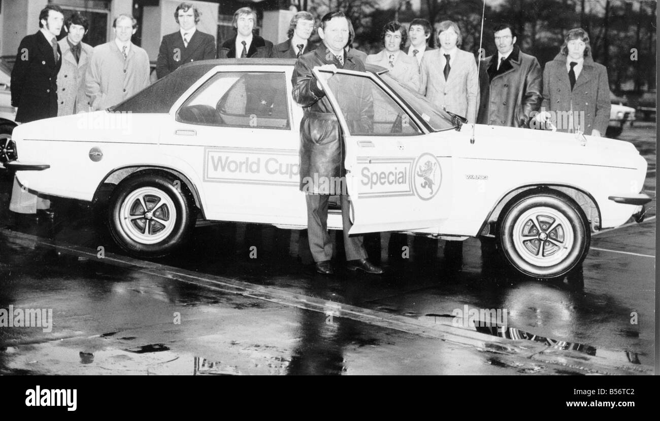 Willie Ormond Scotland football manager December 1973 World Cup Special Vauxhall VX 490 sponsor cars Danny McGrain - Stock Image