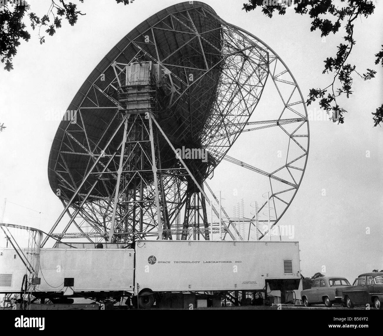 The Radio telescope at Jodrell Bank. December 1958 P009706 - Stock Image