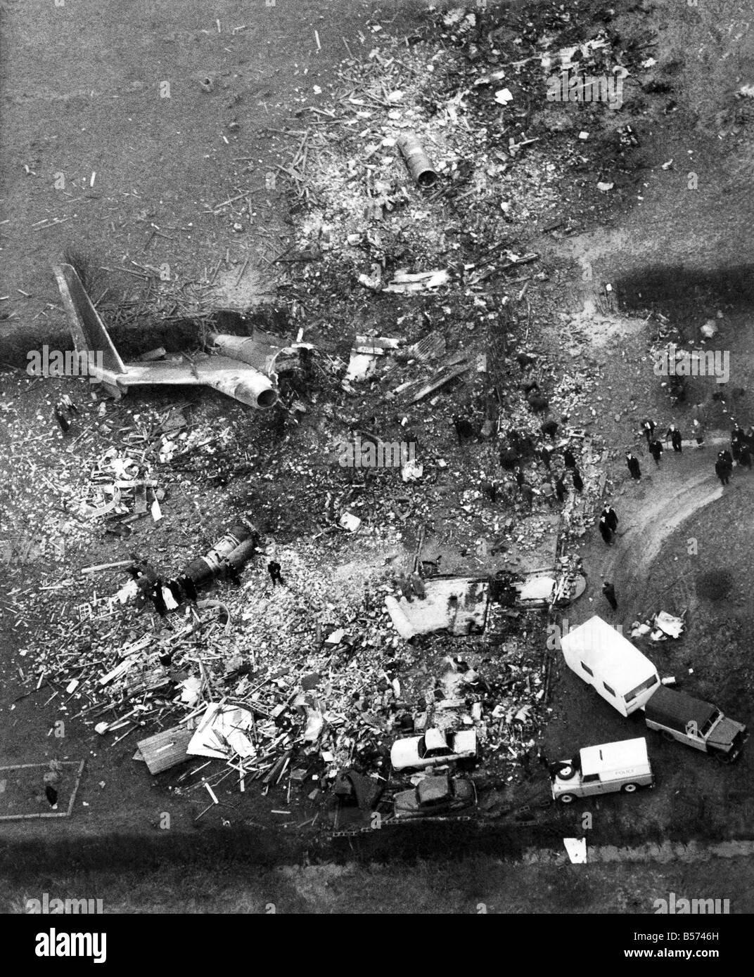 Air Accidents: A Boeing 727 of Ariana Afghan Airlines crashed on a house as it was coming in to land at Gatwick - Stock Image