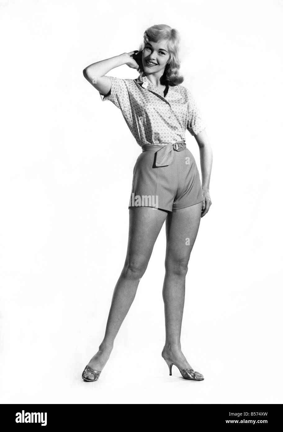 Reveille fashions 1960: Jo Waring modelling sa summer outfit of short sleeve blouse and shorts . March 1960 P008977 - Stock Image