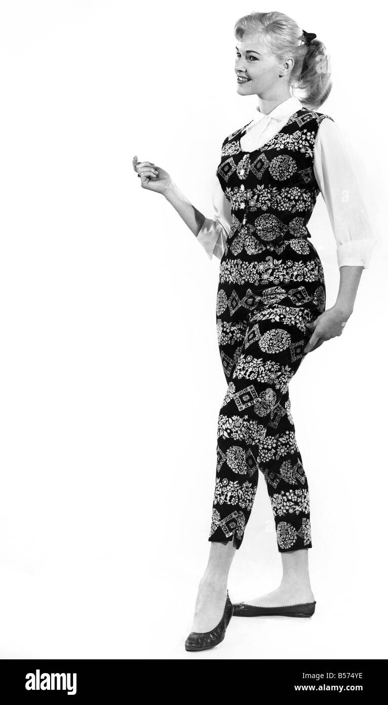 Reveille fashions: Jo Waring wearing a matching patterned slacks and top . January 1960 P009006 - Stock Image