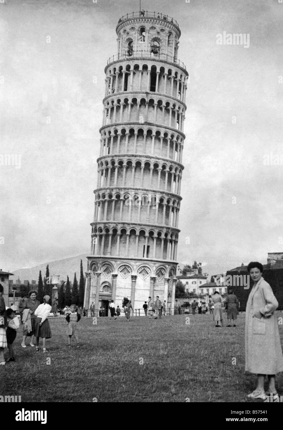 The Leaning tower of Pisa, Italy. May 1955 P009537 - Stock Image