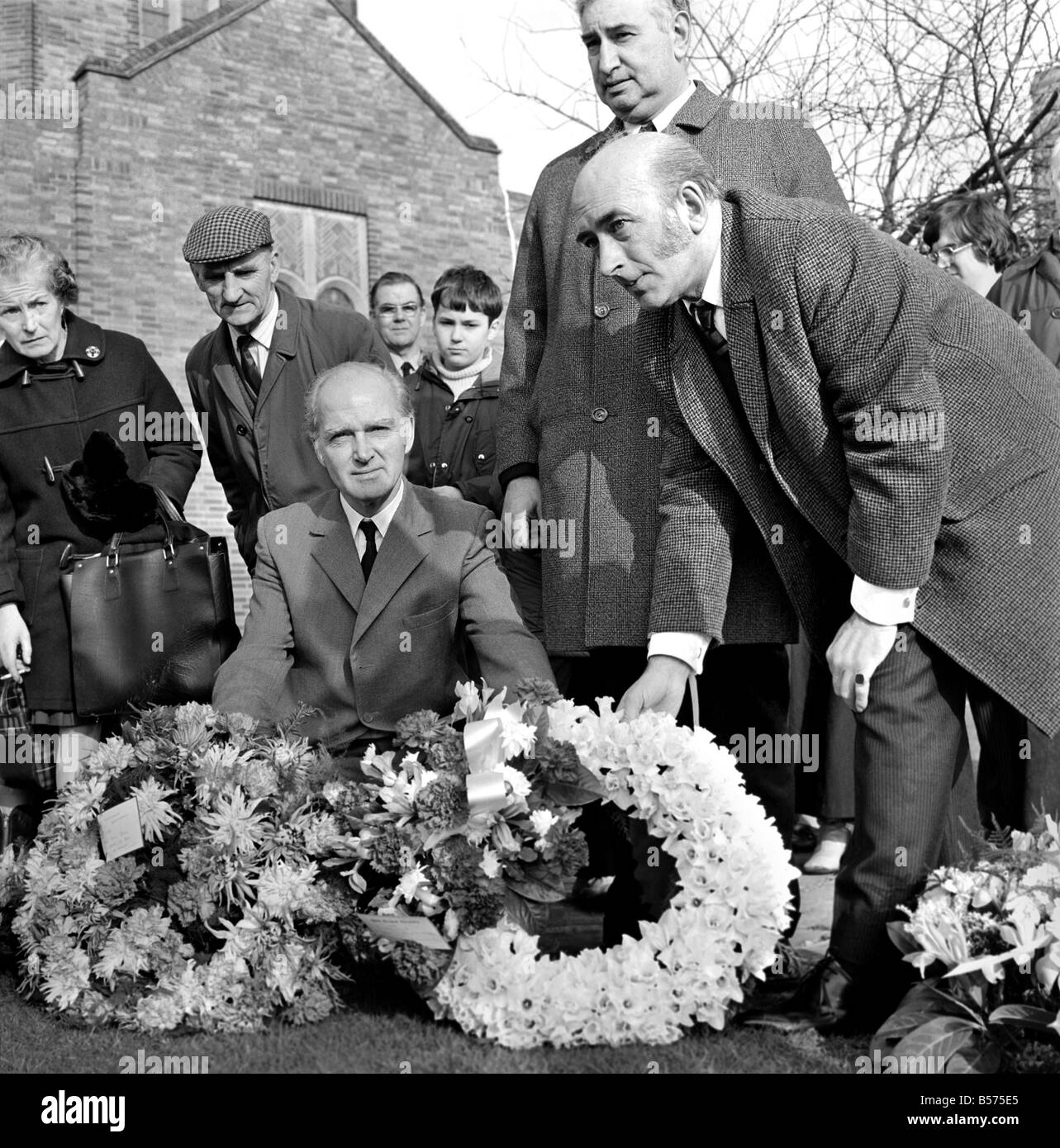 Dambusters Funeral Sgt. Charles E. Franklin. Left to right (placing wreaths on ground) - Townsend, Chalmers and Stock Photo