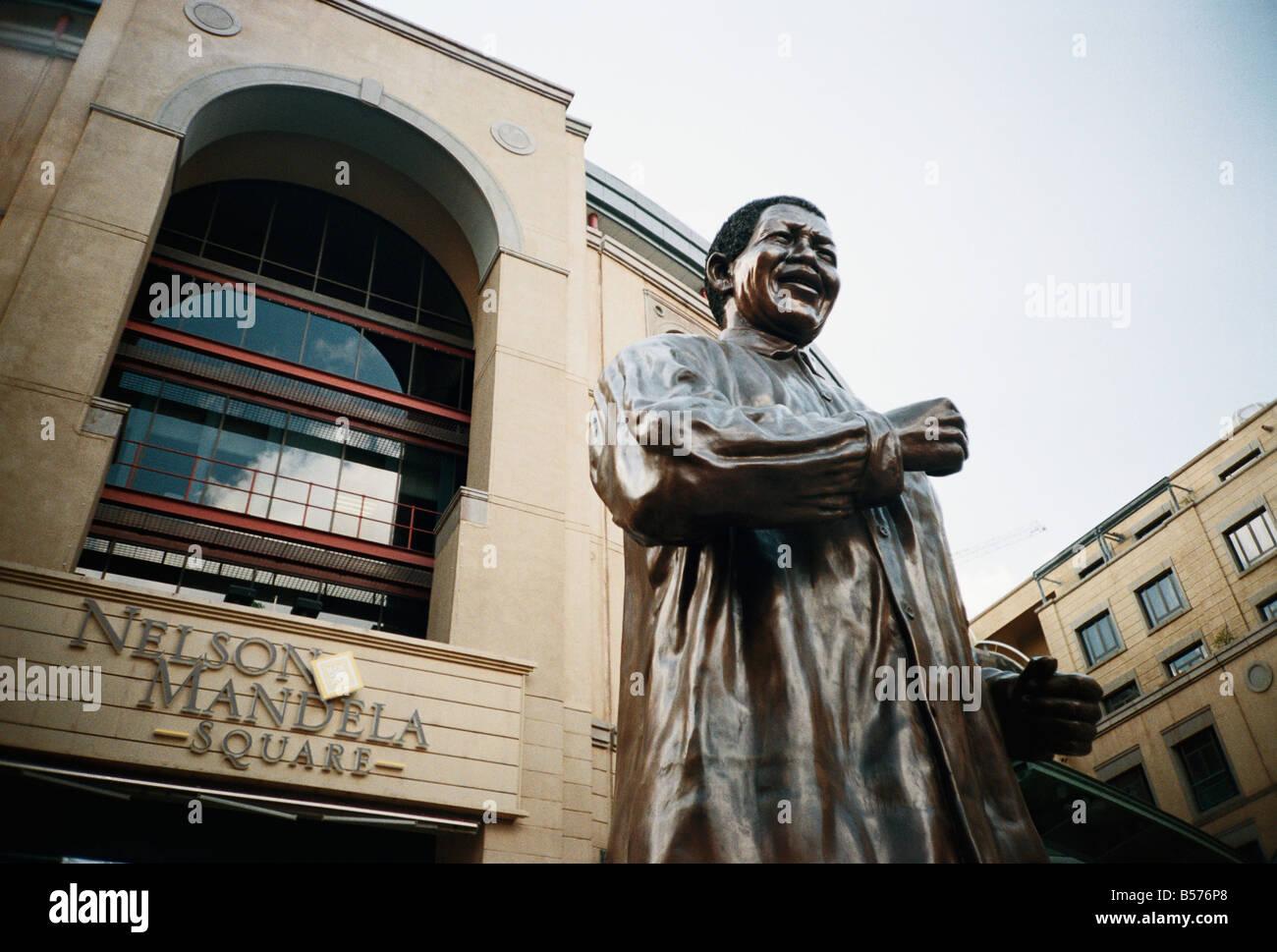 South Africa, Gauteng, Johannesburg, Nelson Mandela Square, Nelson Mandela Statue - Stock Image