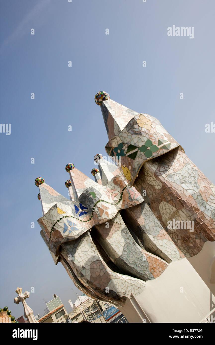 Bizarre chimneys jut from the roof of Casa Batlló, Anton Gaudí's Modernist apartment house in Barcelona - Stock Image