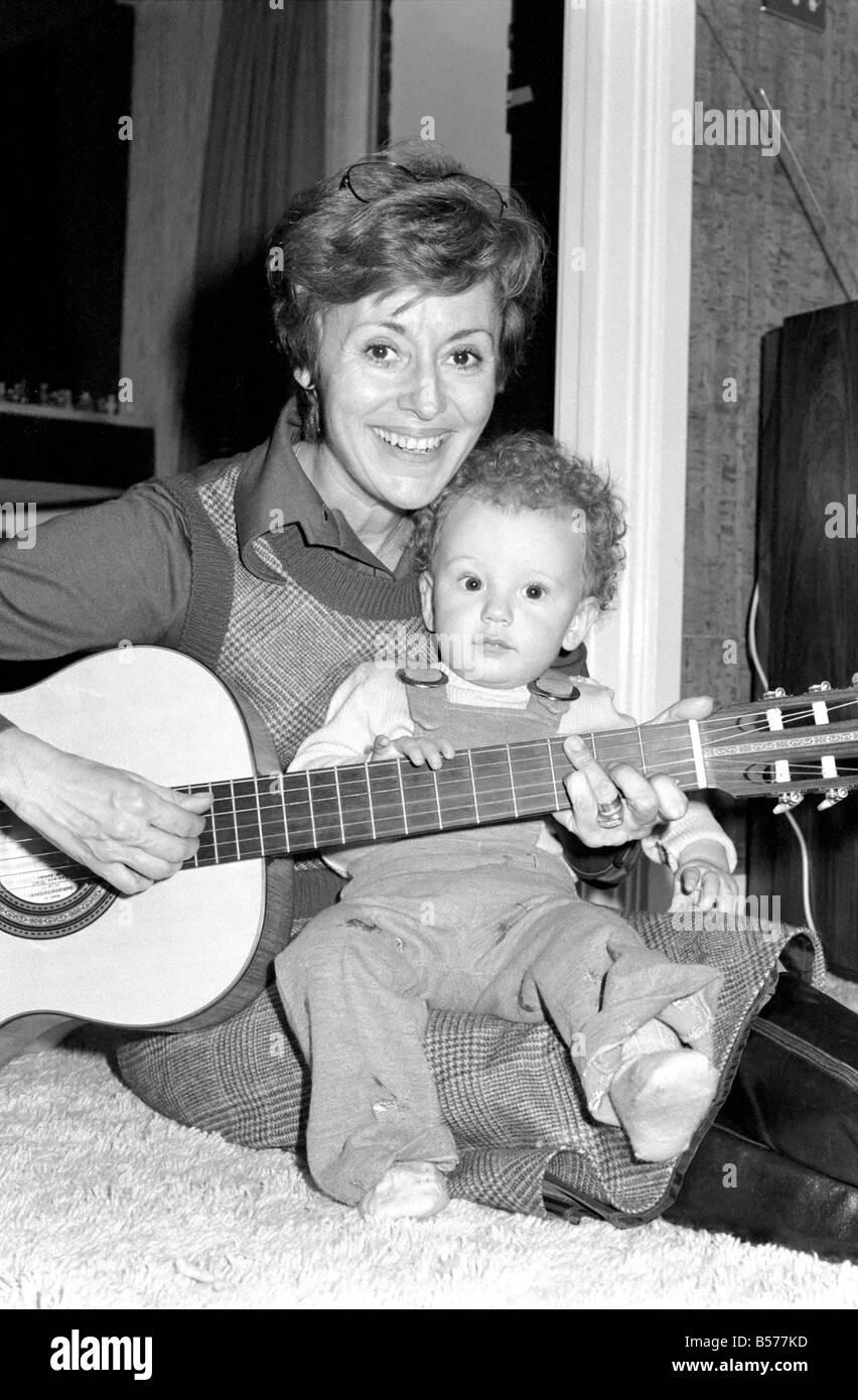 International singer star: Caterina Valente serenades her son. February 1975 75-00827 - Stock Image