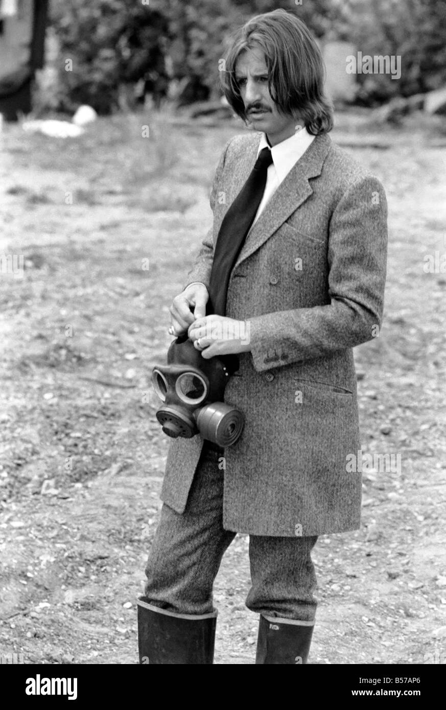 Peter Sellers Filming Ringo Starr With Gas Mask On Calling The People To Come For Their Free Money June 1969 Z06342 010