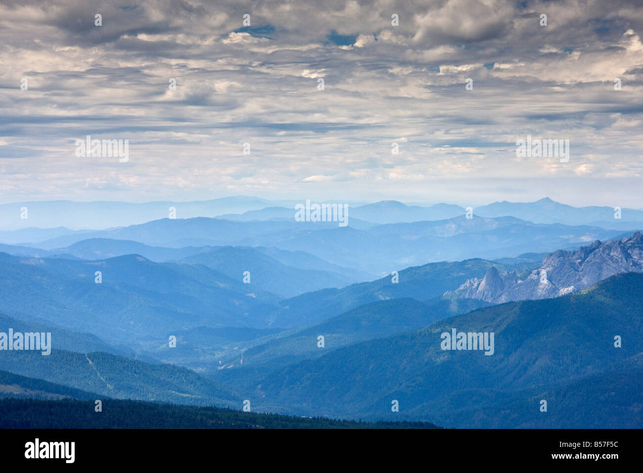 View westwards from Mount Shasta looking across Marble Mountains and Shasta Trinity range hazy and smoky after 2008 - Stock Image