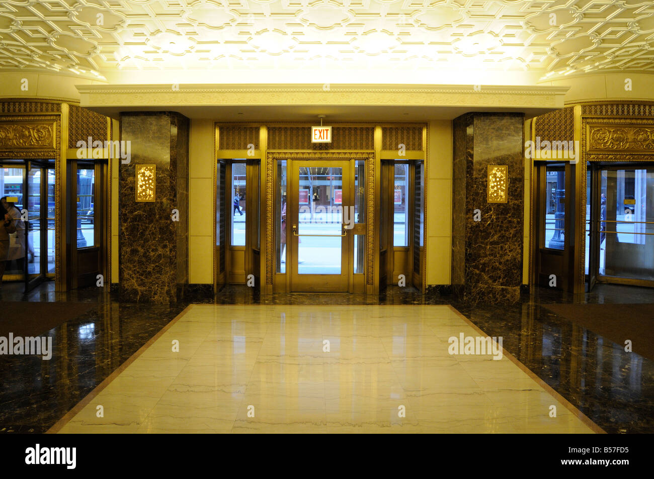 Art Deco Hoekbank.Entrance To The Art Deco Style Lobby Of Lasalle Bank