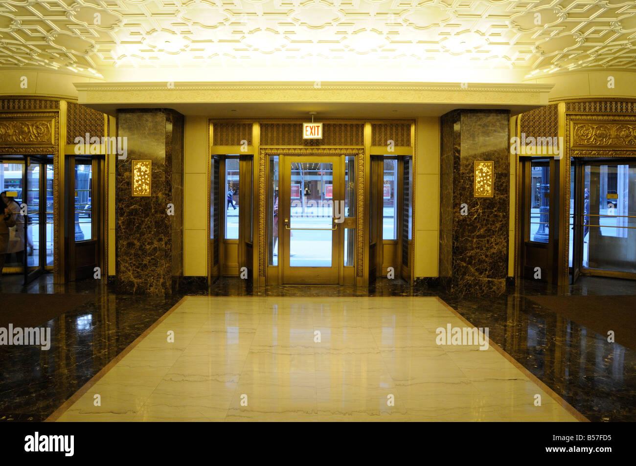 Art Deco Hoekbank.Entrance To The Art Deco Style Lobby Of Lasalle Bank