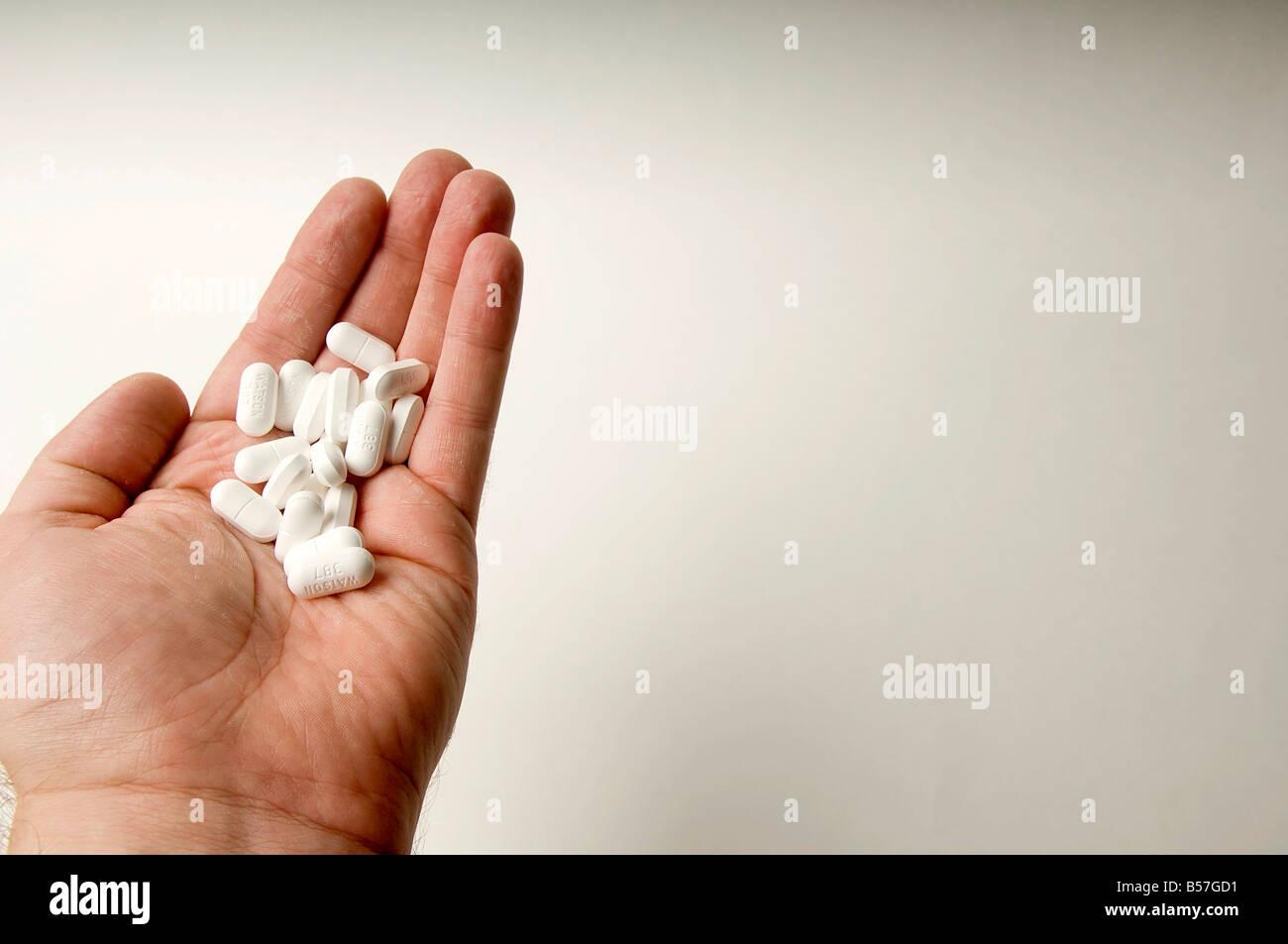 Generic Vicodin Hydrocodone in man s hand - Stock Image
