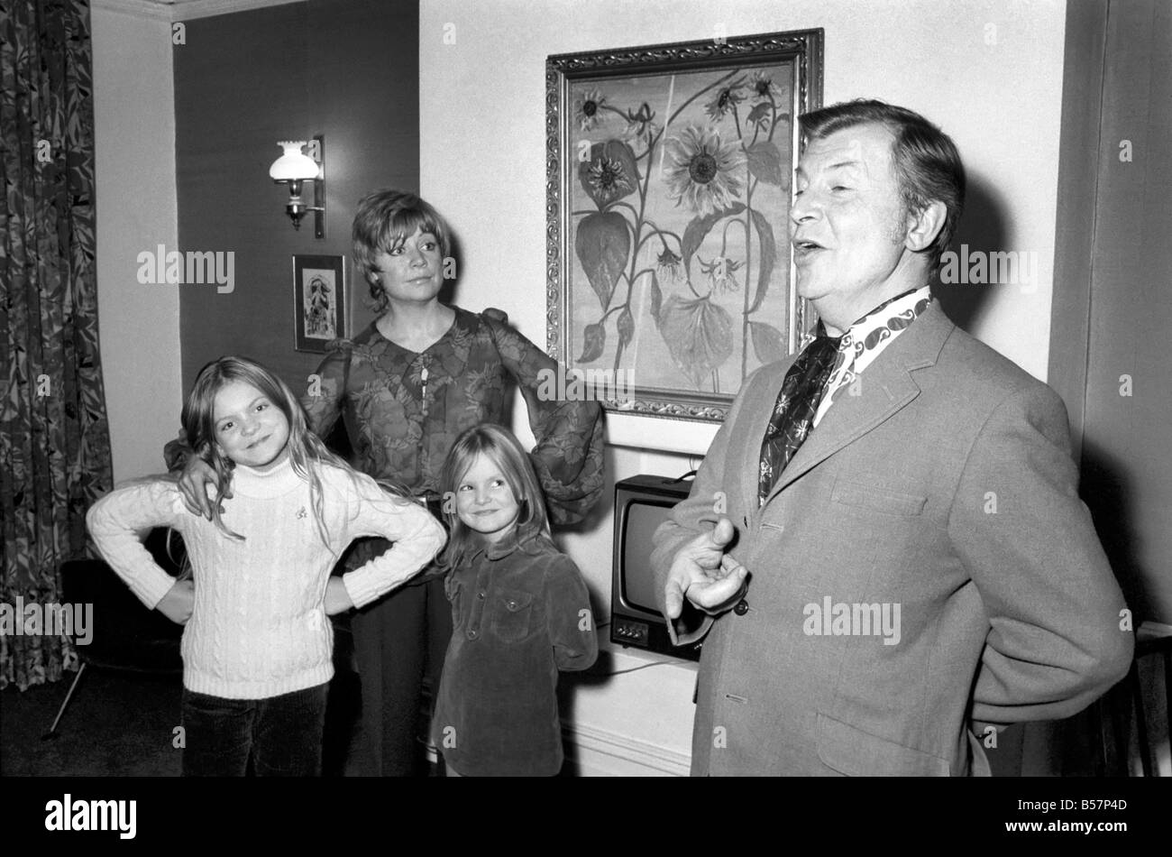 Comedian/Humour: Clive Dunne and family. Clive Dunne at home with his wife, Priscilla, and his two daughters Polly, - Stock Image