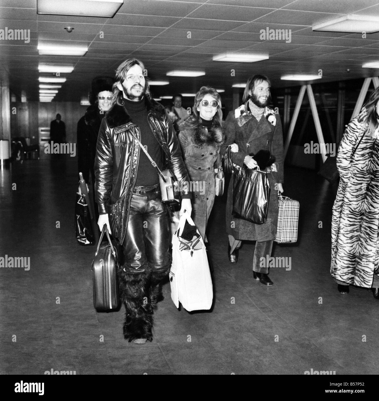 Ringo Starr Pictured With Lulu And Her Husband At Heathrow Airport March 1971 71 2132 003