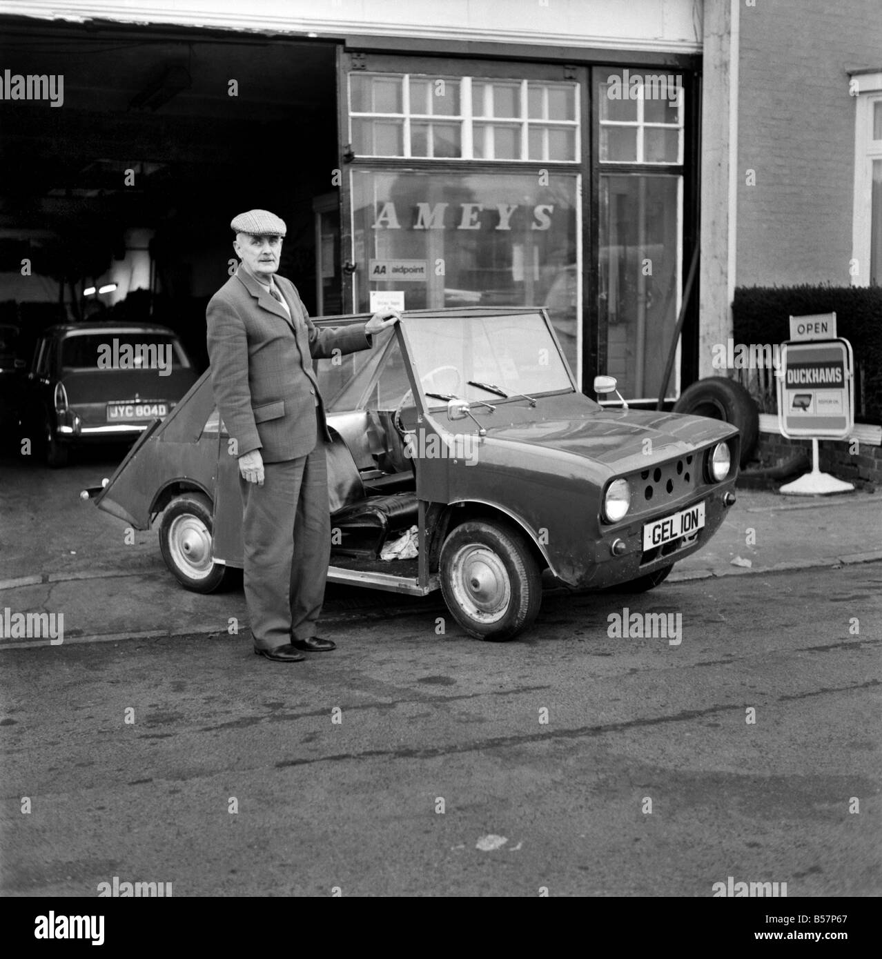 Electric Car Battery Black and White Stock Photos & Images - Alamy