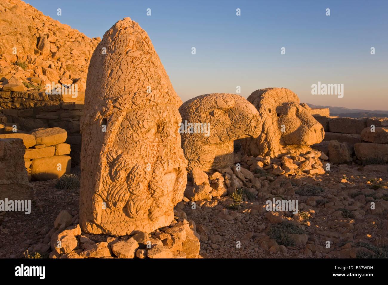 Ancient carved stone heads of the gods, Nemrut Dagi, on the summit of Mount Nemrut, Anatolia, Turkey Minor - Stock Image