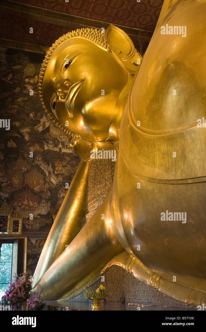 Reclining Buddha statue 150 feet long, Wat Pho (Wat Phra Chetuphon), Bangkok, Thailand, Southeast Asia, Asia - Stock Image