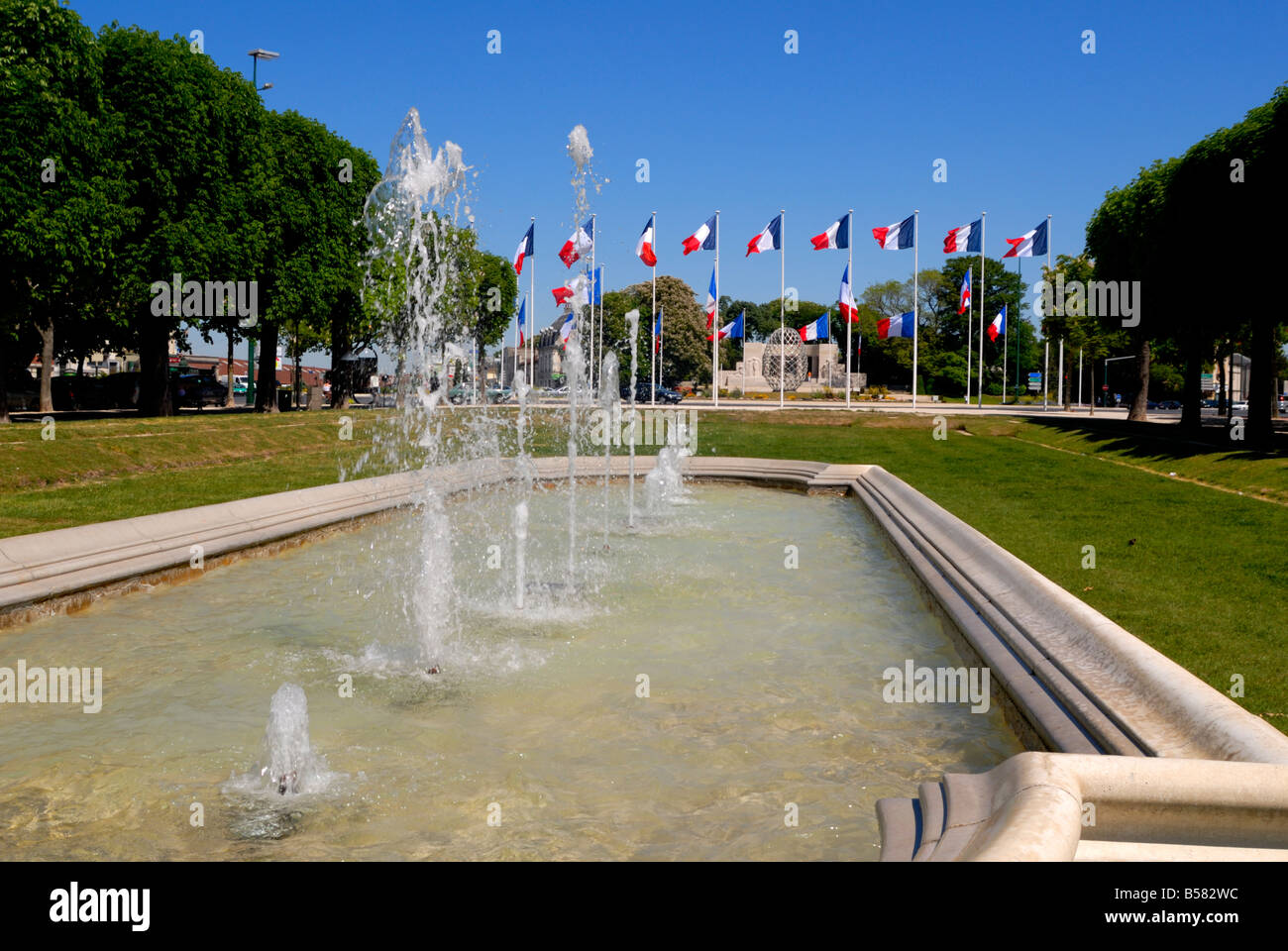 Fountains in Hautes Promenades park, looking towards Place de la Republique, Reims, Marne, Champagne-Ardenne, France, - Stock Image