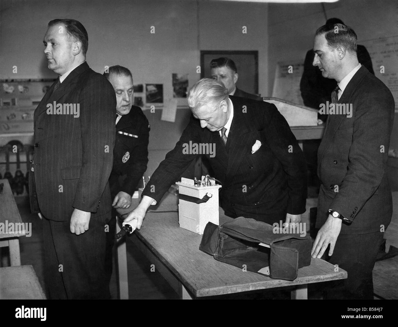 Manchester Civil Defence first demonstration of Radioactive detection. Ald D. Gosling, Chairman of the Civil Defence - Stock Image
