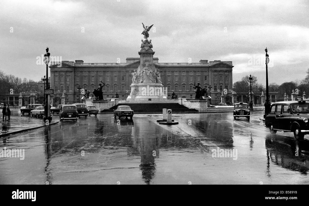 Buckingham Palace February 1975 75 00836 003 - Stock Image