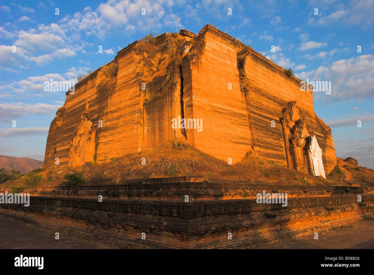 Mingun Paya badly cracked by earthquakes standing 50m high Mingun Paya Mingun Mandalay Myanmar Burma Asia - Stock Image