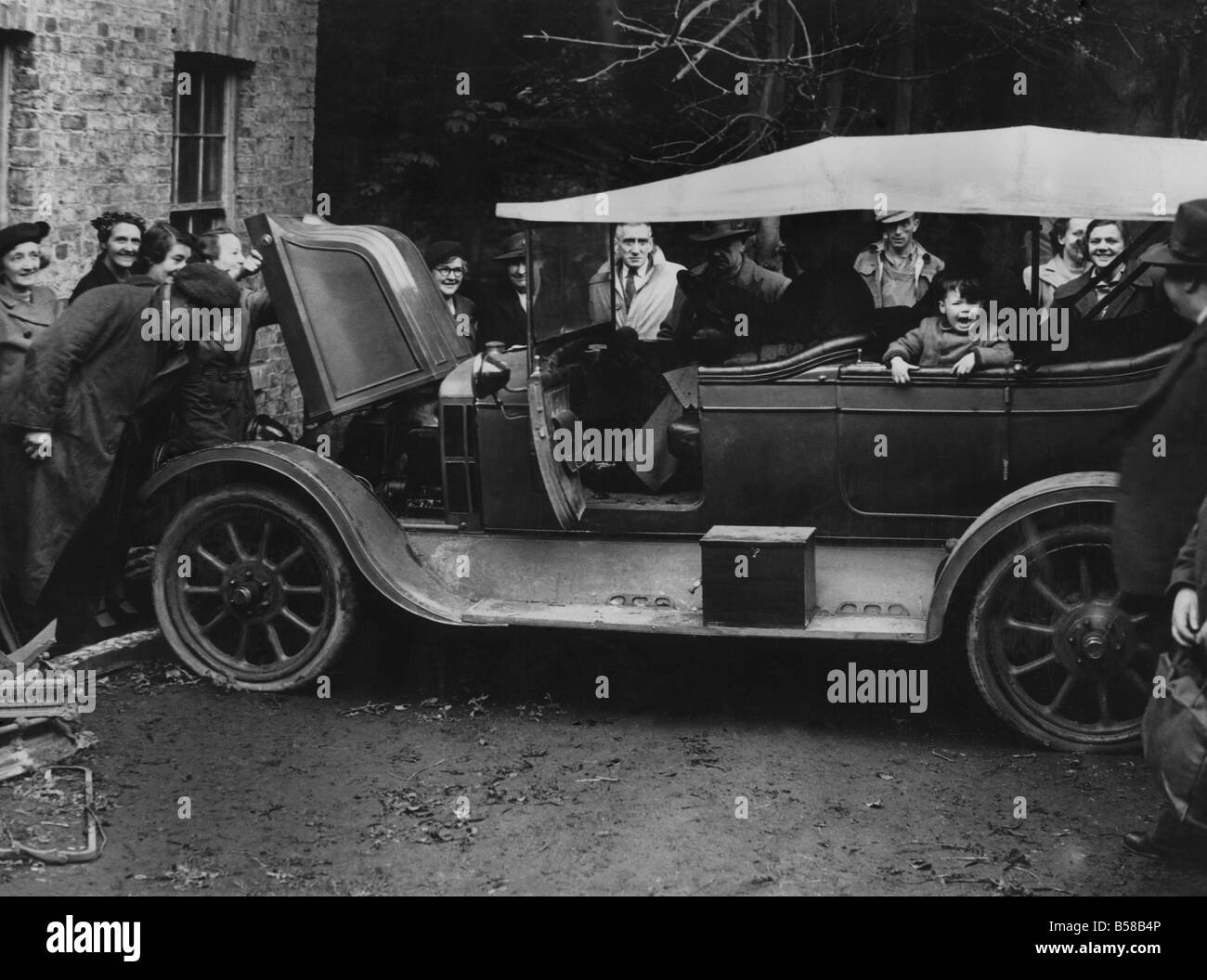 Picture shows crowds examining a 1910 Arrol Johnston 13.9 h.p. car. Sold for ú204 (cost ú350) to Mr. Arnold - Stock Image