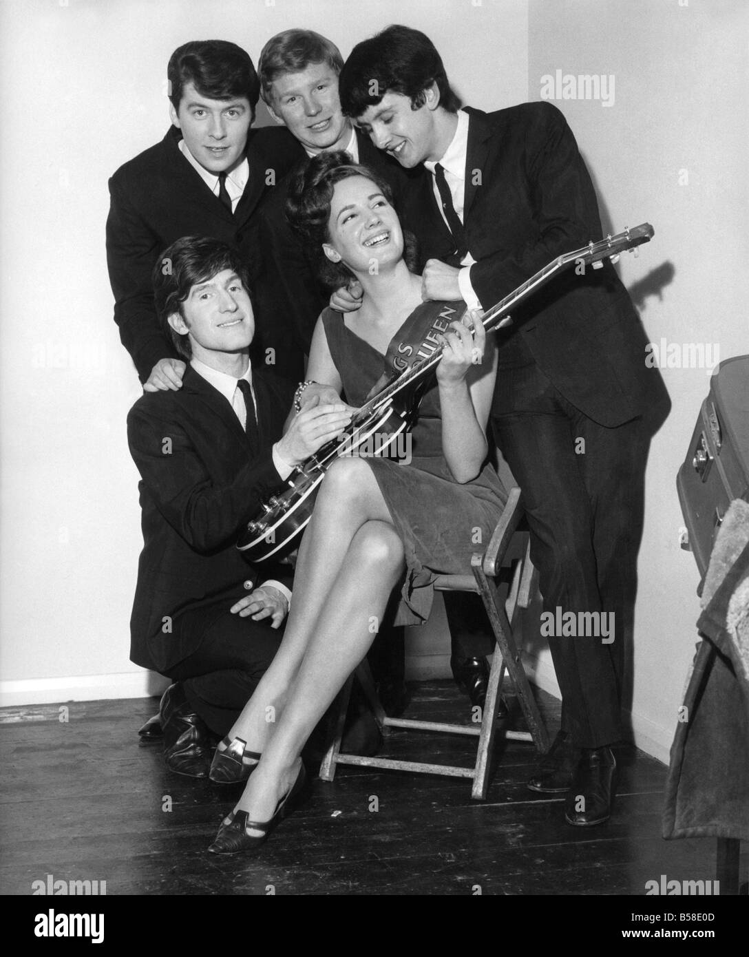 Pop group The Searchers with Jane Chidzoy. April 1965 P007187 - Stock Image