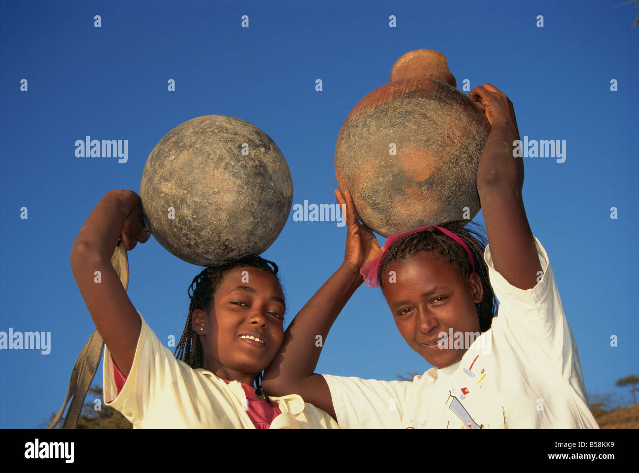 Daily task for women collecting water, Ethiopia, Africa - Stock Image