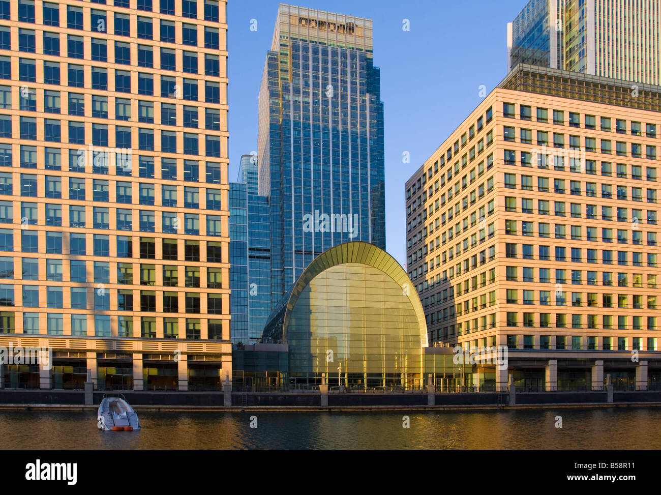 Sunken boat at Canary Wharf with 25 Canada Square (Citigroup Centre) in background minus it's corporate logo. - Stock Image