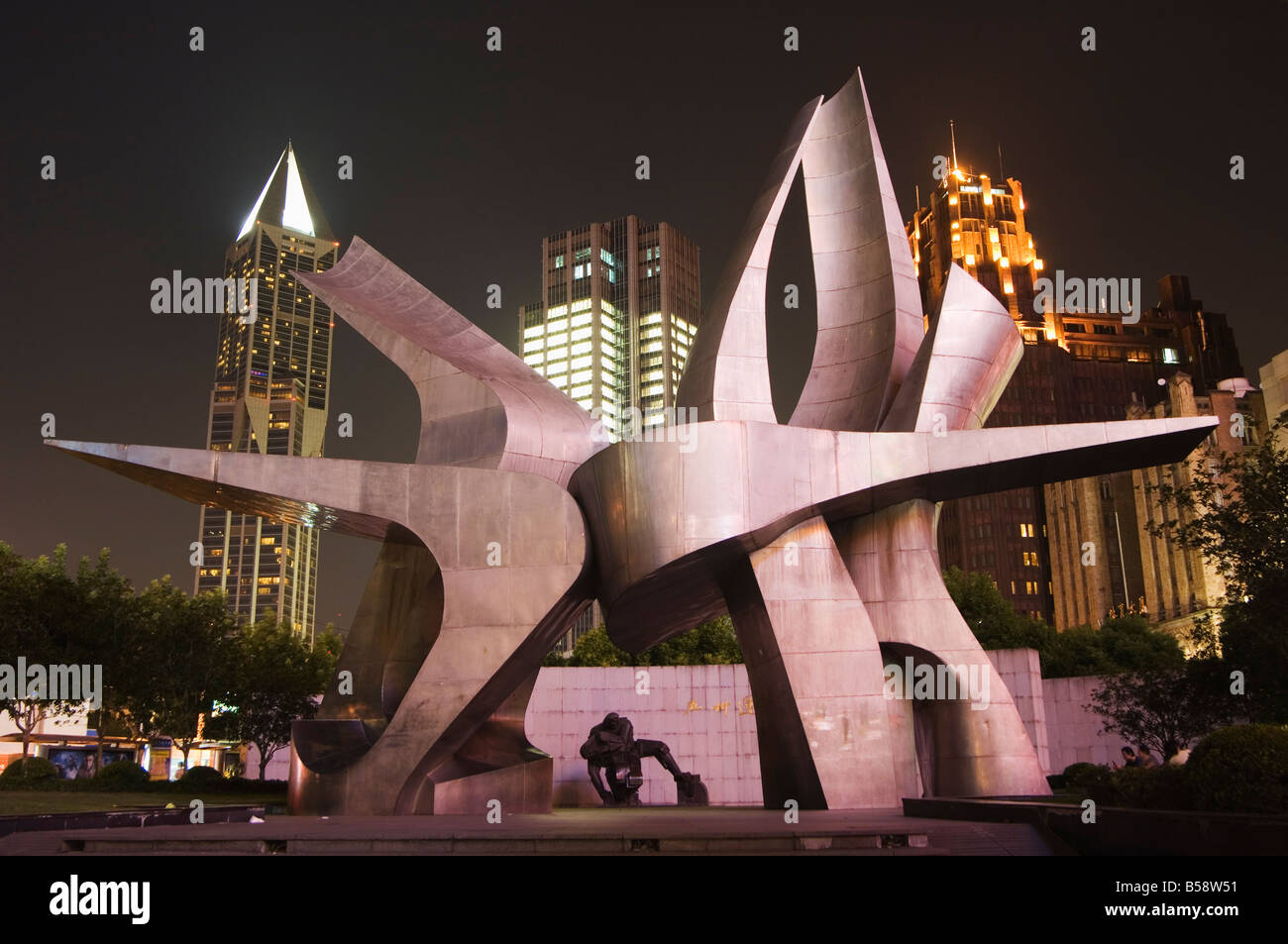 Modern art installation to commemorate the 530 revolution (May 15th 1925), Renmin Square, Shanghai, China - Stock Image