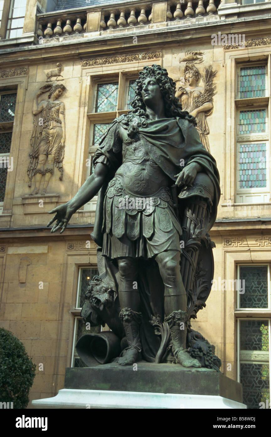 Statue of Louis XIV outside the Renaissance building of the Hotel Carnavalet Le Marais Paris France Europe - Stock Image