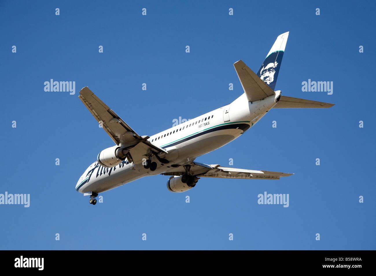 Alaska Airlines Boeing 737 400 approaching San Jose International Airport - Stock Image