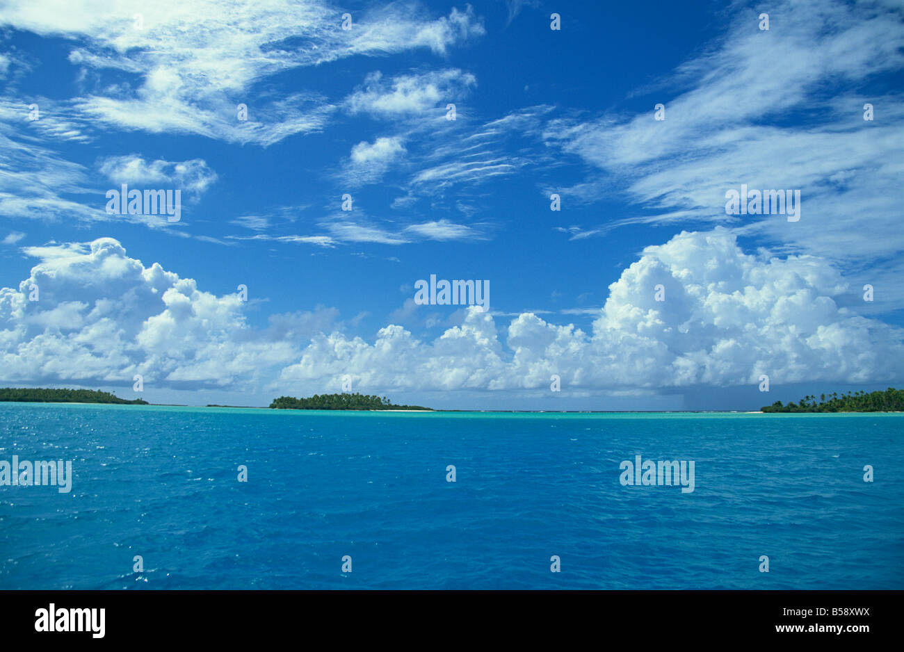 Aitutaki blue lagoon with white sandy  beaches and islands, Cook Islands, South Pacific, Pacific - Stock Image