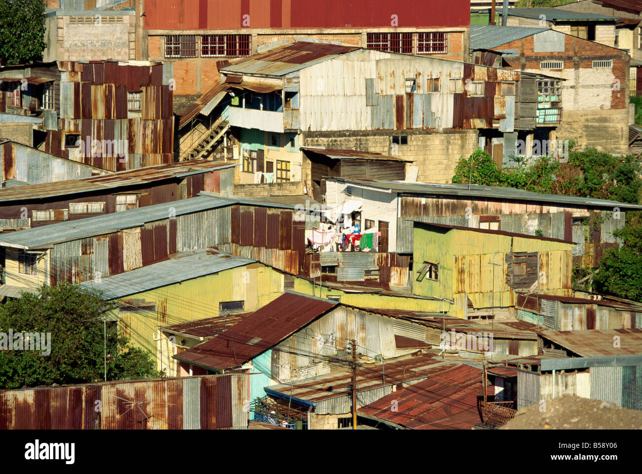 Corrugated iron buildings in a poor barrio north of the centre of San Jose, Costa Rica, Central America - Stock Image
