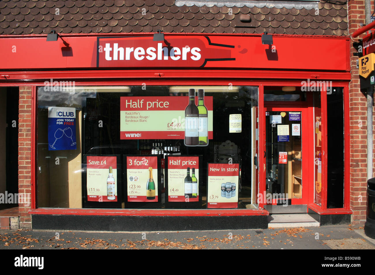 THRESHERS OFF LICENCE - Stock Image