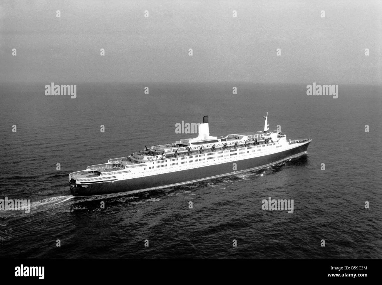 The QE2 Returns. The QE2 returned to Southampton today after a fantastically successful round-the-world crise. In - Stock Image