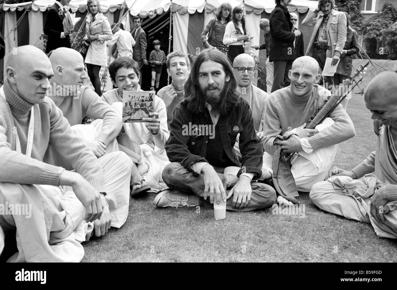George Harrison of the Beatles pictured amongst the Buddhist American group, The Radha Krishna Temple. August 1969 - Stock Image