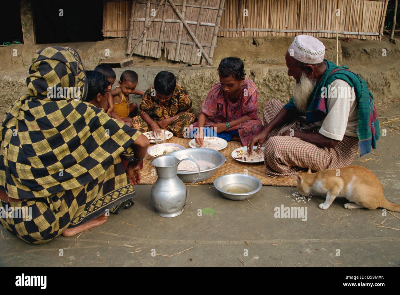 Family breakfast, Char Kukri Mukri, Bangladesh - Stock Image