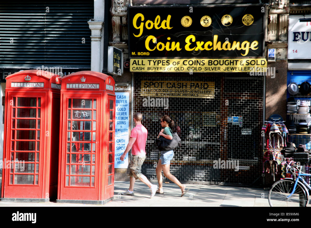 Gold coins dealer shop in Central London closed for Sunday - Stock Image