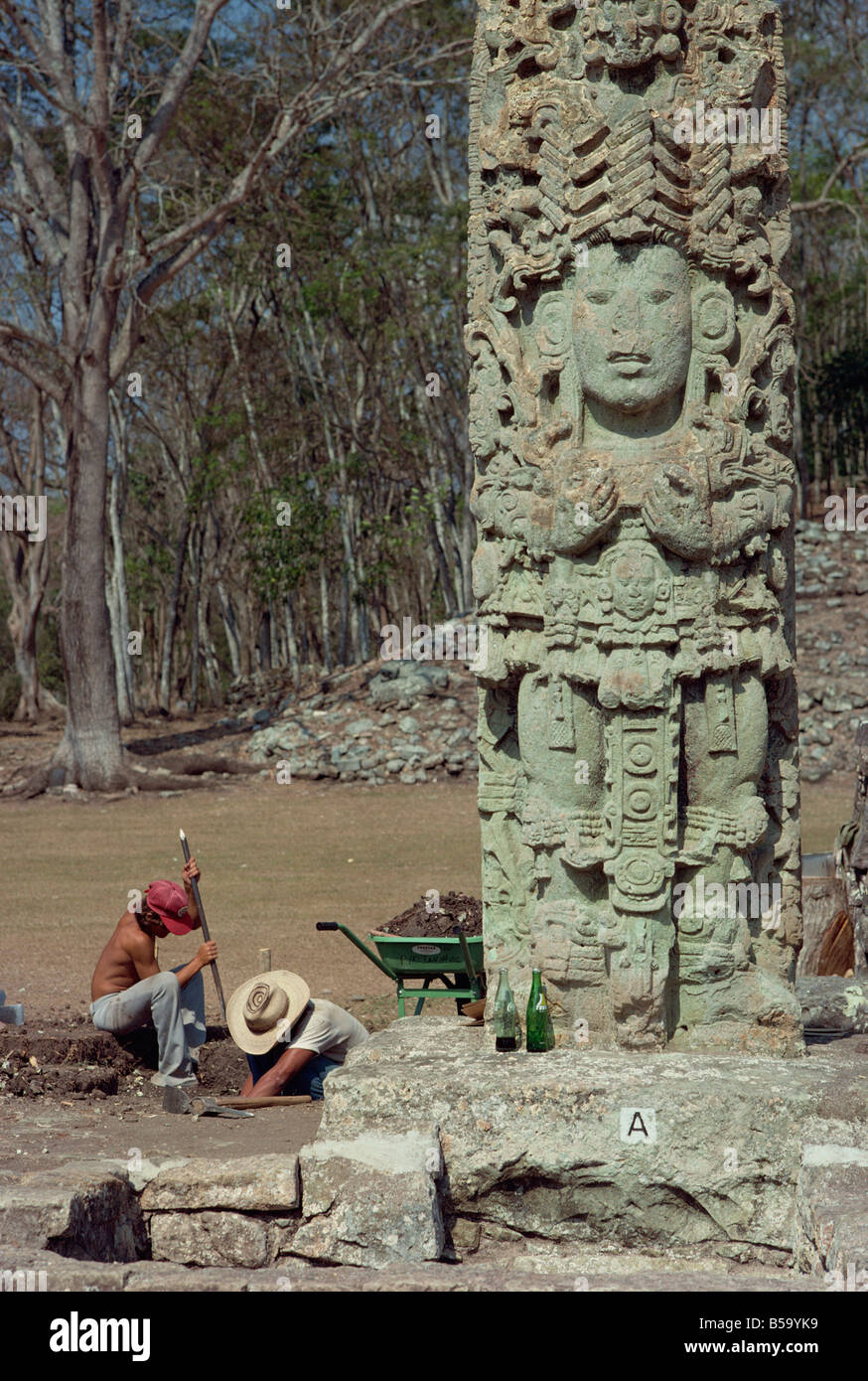 men excavating beside the Main Court Stela in the Mayan ruins at Copan, UNESCO World Heritage Site, Honduras, Central - Stock Image