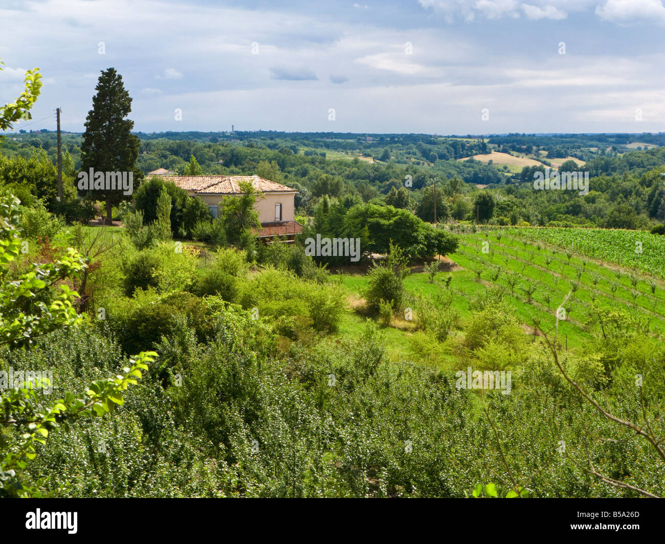 Tarn et Garonne farmhouse overlooking the countryside, France, Europe - Stock Image